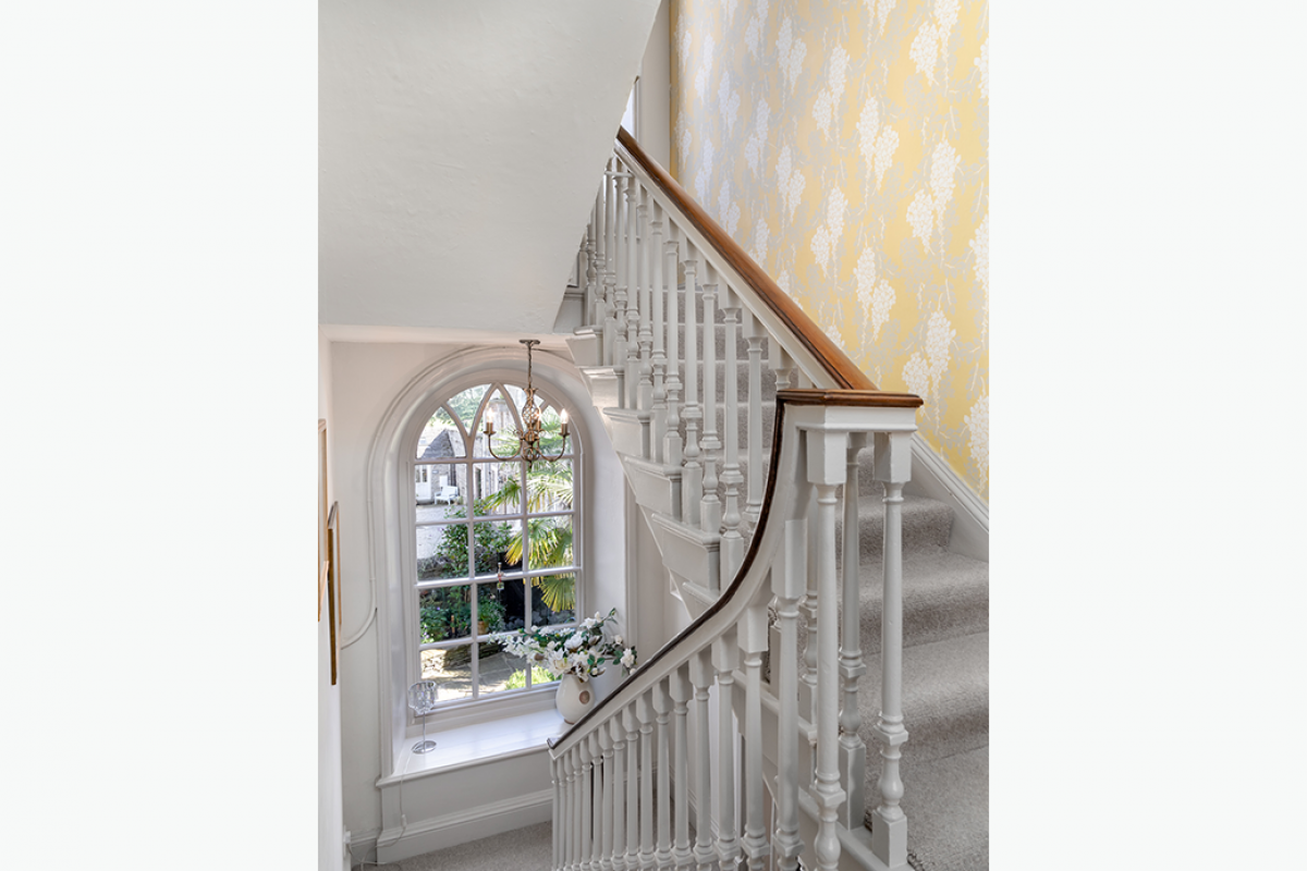 1040 x 800 72 pixels middleham staircase