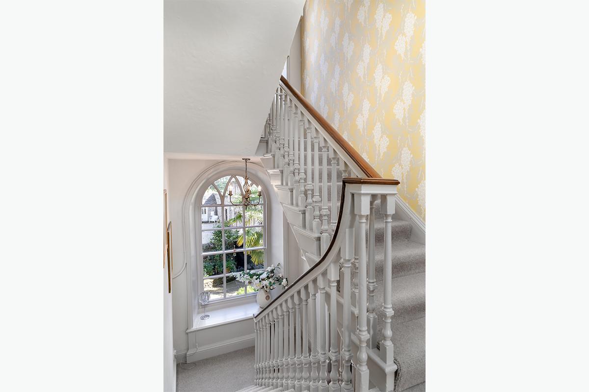 1200 x 800 72 pixels middleham staircase