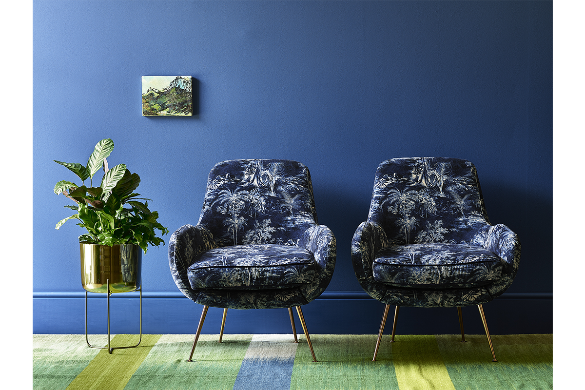 Blue tropical chair 800 high image