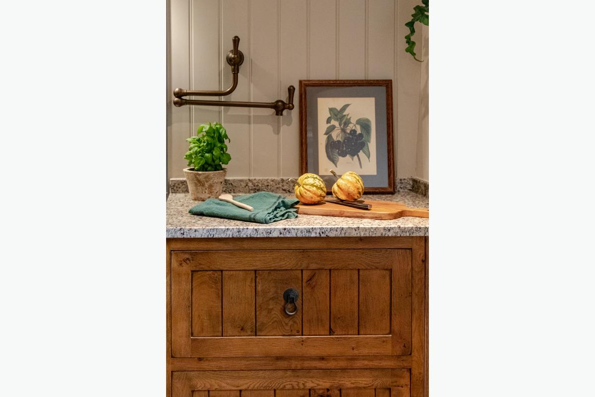 Croft House Kitchen units 3 72 pixel images 1200 x 800