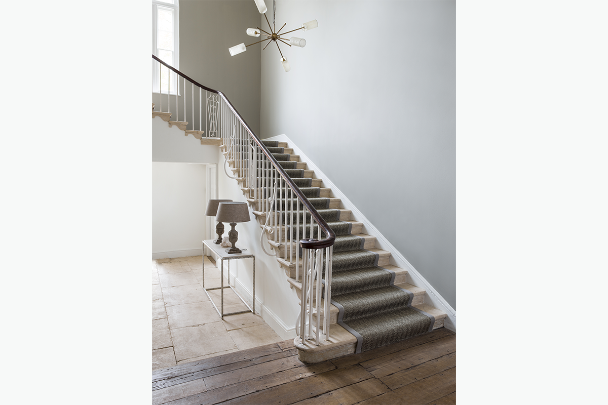 Cruial trading stair runner 2 72 pixel images 1200 x 800