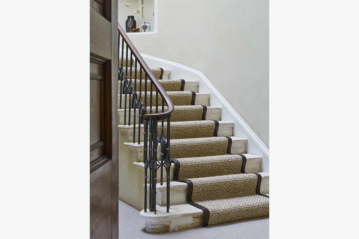 Cruial trading stair runner 72 pixel images 1200 x 800