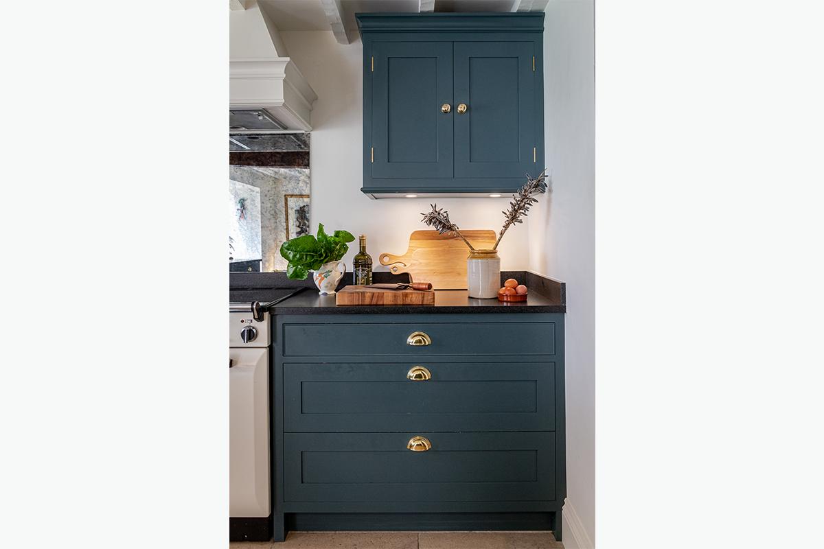 Cundalls kitchen door knobs 1200 x 800 72 pixel