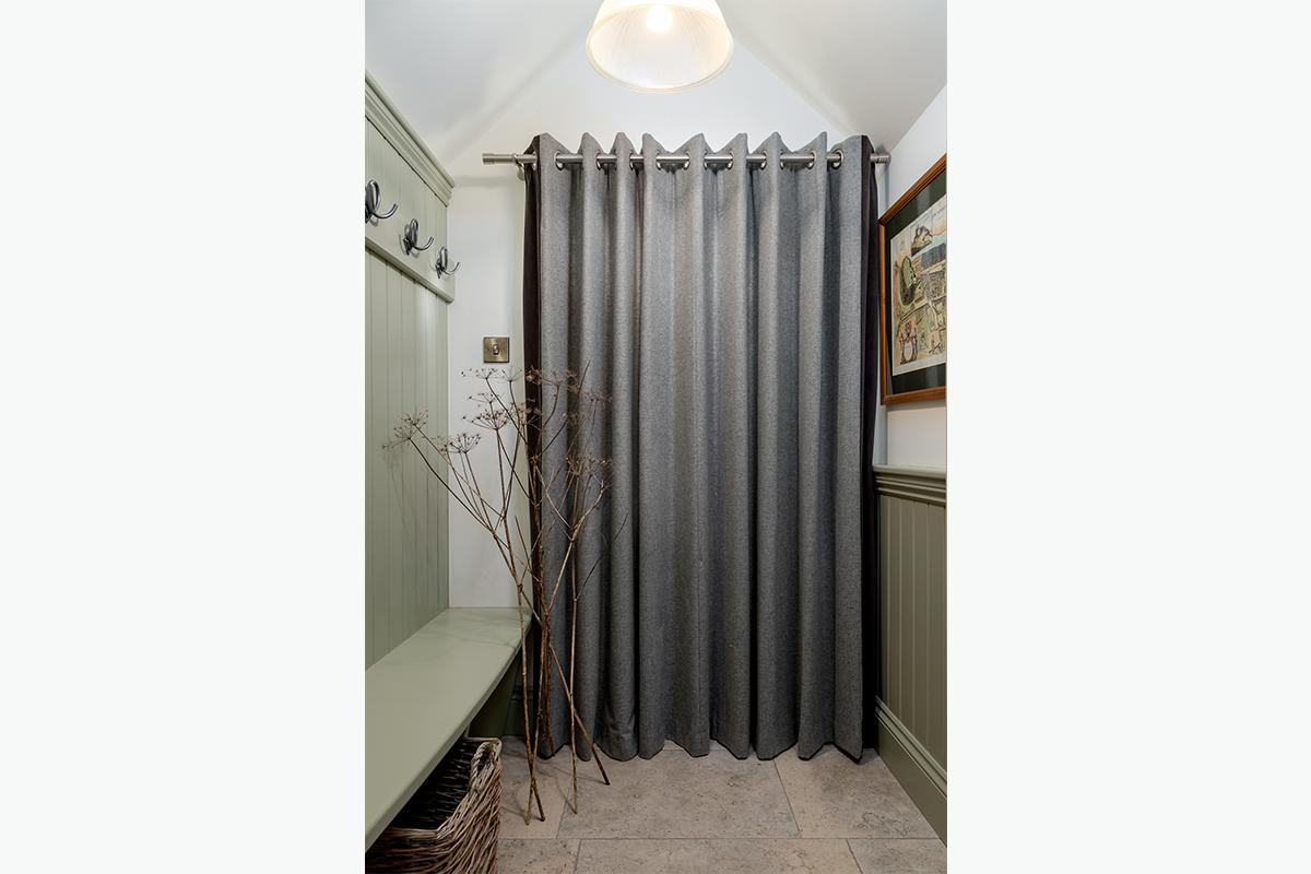 Cundells door curtain 72 pixel images 1200 x 800