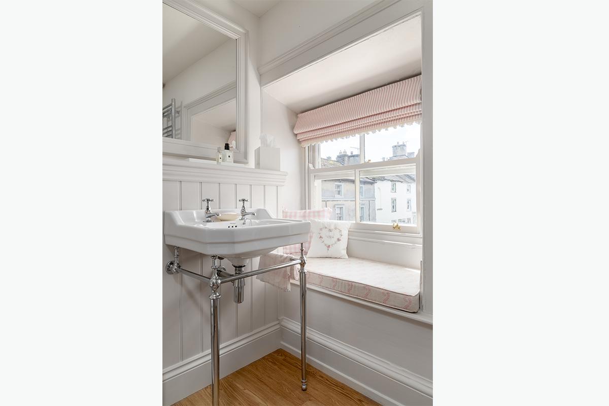Middleham bathroom 72 pixel images 1200 x 800