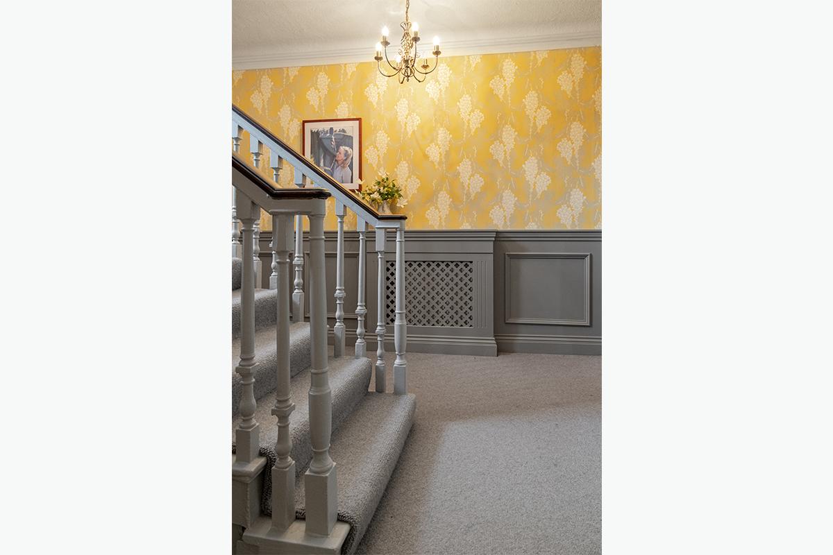Middleham hallway 2 panelling 72 pixel images 1200 x 800