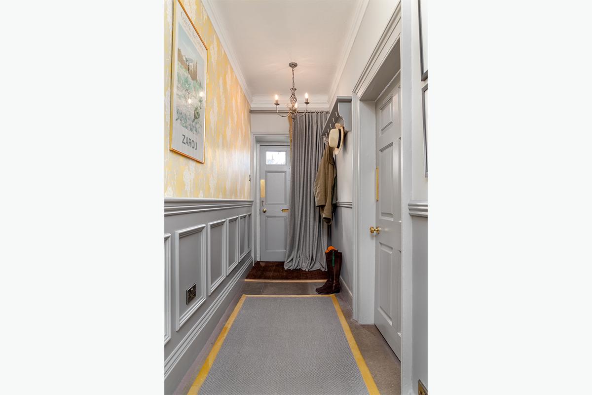 Middleham hallway panelling 72 pixel images 1200 x 800