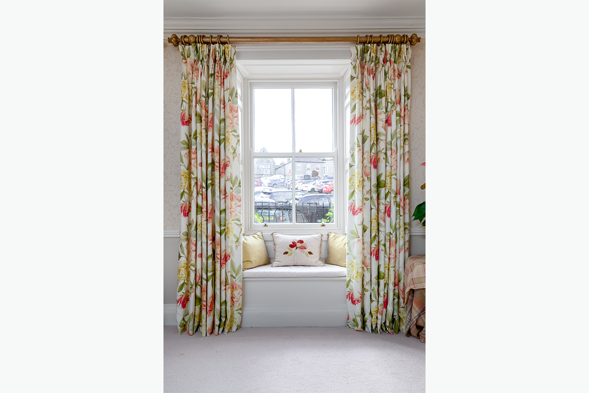 Middleham window seat and curtains 72 pixel images 1200 x 800