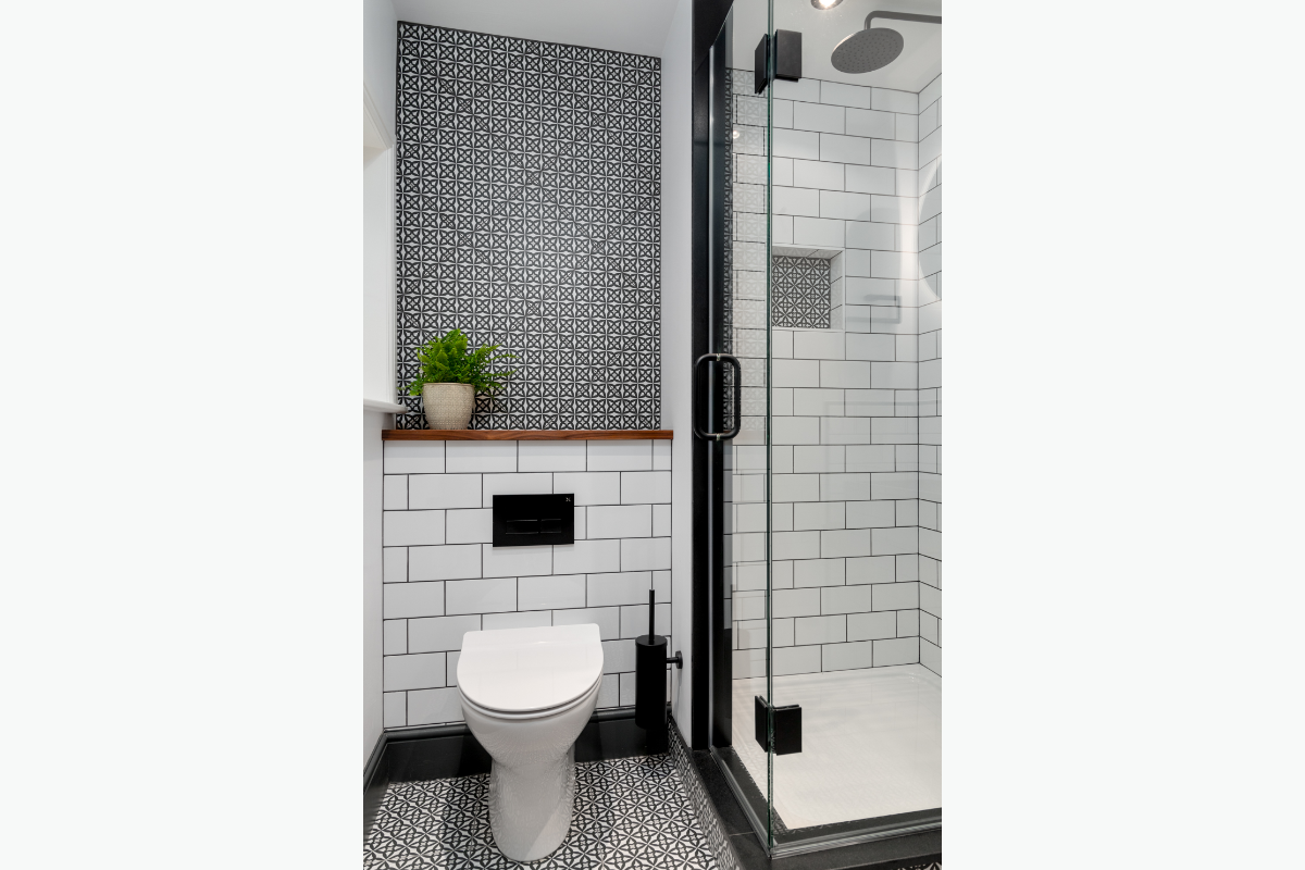 Westleigh b&w toilet 72 pixel images 1200 x 800