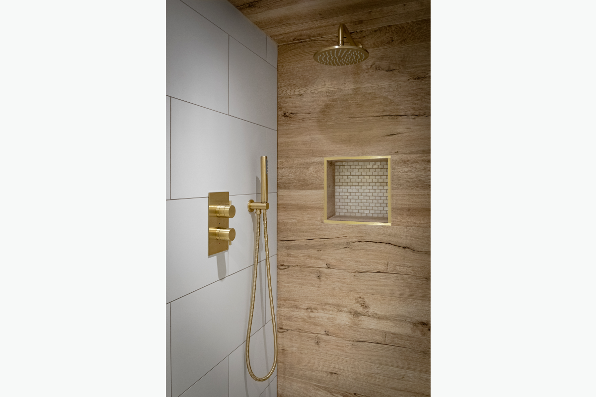 Westleigh shower 72 pixel images 1200 x 800